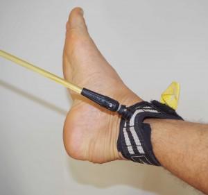 Jonction trop rigide faisant levier contre la cheville